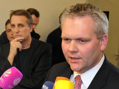 Nachdem Stefan Wenzel (Bündnis 90/Die Grünen/l) den Bundespräsidenten einer «Lügner» genannt hatte, fordert der niedersächsische CDU-Fraktionsvorsitzende Björn Thümler eine verbale Abrüstung. Foto: Holger Hollemann / Archiv