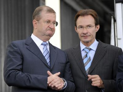 Kann Michael Macht (r) als Integrationsfigur von Porsche in die übergroßen Fußstapfen von Wendelin Wiedeking treten?