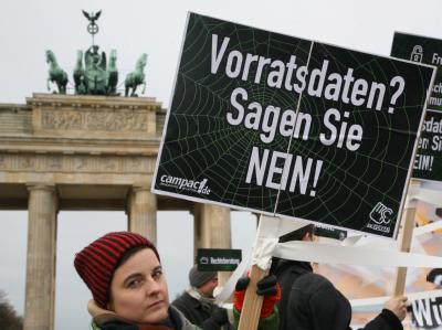 Protest gegen Vorratsdatenspeicherung in Berlin (Foto: Stephanie Pilick/Archiv) Die EU-Kommission ist nicht mehr bereit, Deutschland noch mehr Zeit für die Umsetzung der EU-Richtlinie zu geben.