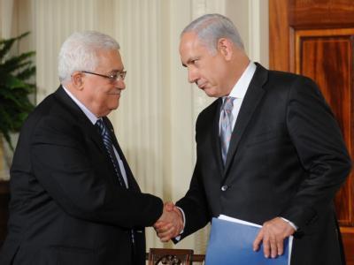 Palästinenserpräsident Mahmud Abbas (l) und Regierungschef Benjamin Netanjahu. (Archivbild)