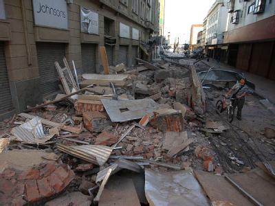 Trümmer versperren eine Straße in Concepción.