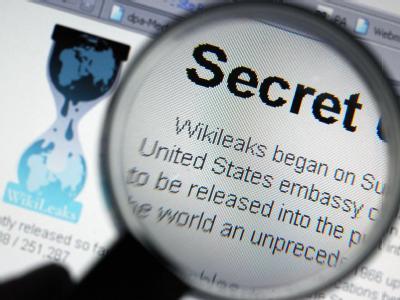 Das FBI hat 16 mutmaßliche Mitglieder der Hackergruppe Anonymous festgenommen. Ihnen wird vorgeworfen, der Enthüllungsplattform Wikileaks geholfen zu haben,