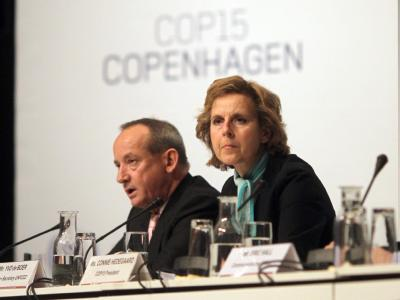 Konferenzpräsidentin Connie Hedegaard (r., daneben UN-Klimachef Yvo de Boer) führt informelle Gespräche mit 48 Umweltministern.