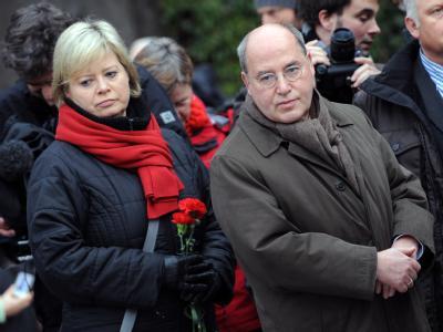 Linke-Co-Chefin Gesine Lötzsch (l) ist sauer auf den Fraktionsvorsitzenden Gregor Gysi.