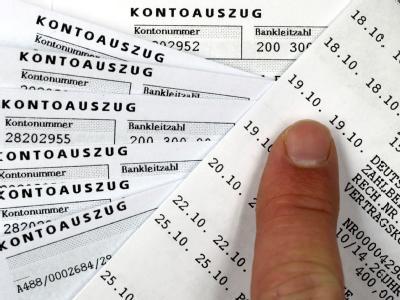 Zur Förderung der Steuerehrlichkeit und Eindämmung von Sozialleistungsmissbrauch dürfen Behörden seit April 2005 Konten von Bürgern ermitteln. Foto: Jens Büttner/Archiv