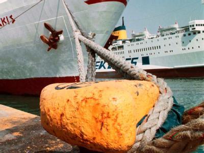 In Piräus bleiben die Fähren wegen eines Streiks fest vertäut. (Archivbild)