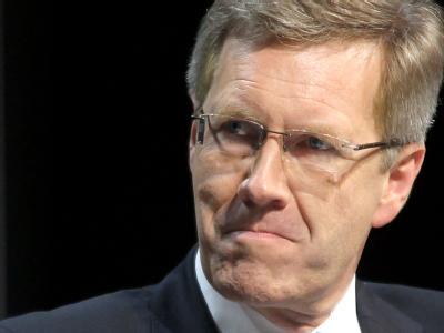 Rücktrittsforderungen an das Staatsoberhaupt wollen nicht verstummen: Bundespräsident Christian Wulff. Foto: Wolfgang Kumm/Archiv