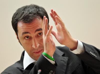Grünen-Chef Özdemir sieht Chancen für Schwarz-Grün auf Bundesebene nach einem glaubhaften Ausstieg aus der Atomenergie.