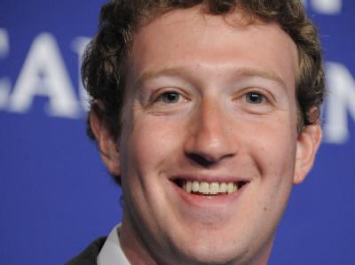 Facebook hat Zuckerberg zum Multi-Milliardär gemacht. Doch als Mensch bleibt der 28-Jährige, dem 900 Millionen ihre privaten Informationen anvertrauen, ein Rätsel. Foto/dpa/Archiv