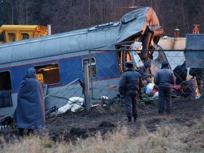 Ein zerstörter Waggon des Schnellzuges von Moskau nach St. Petersburg.