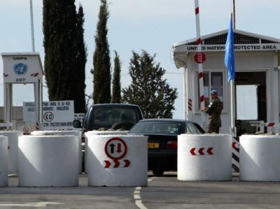 Kontrollstelle an der so genannten Grünen Linie zwischen dem türkischen und griechischen Teil Zyperns (Archivbild).